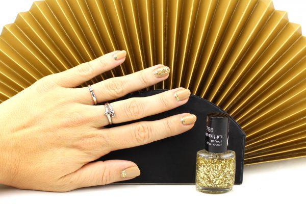 Glitzer gegen rausgewachsene Nägel