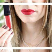 Knallige Lippen im Alltag